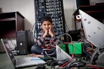 Τεχνικός υπολογιστών Ayan