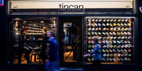 Εστιατόριο σερβίρει μόνο κονσέρβες. Tincan restaurant