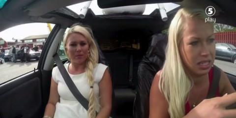 Δύο ξανθιές μαθαίνουν οδήγηση