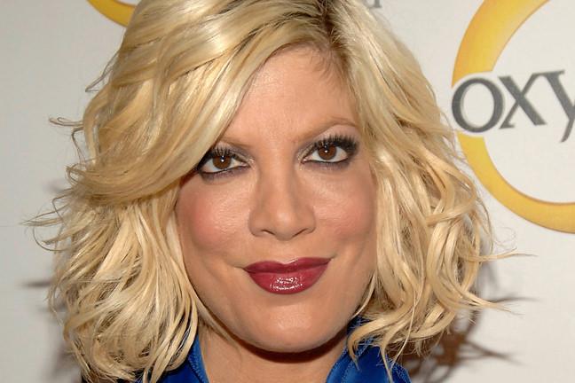 διασημότεροι, άσχημοι celebrities Tori Spelling allabout.gr