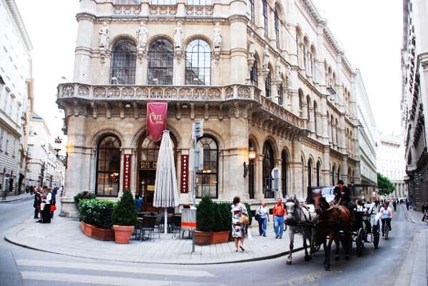 10 ωραιότερα cafés στον κόσμο Cafe Central allabout.gr