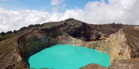 Τρεις χρωματιστές λίμνες στην κορυφή ενός ηφαιστείου! kelimutu allabout.gr