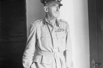 Ο στρατιώτης που δεν σκοτωνόταν sir adrian carton allabout.gr