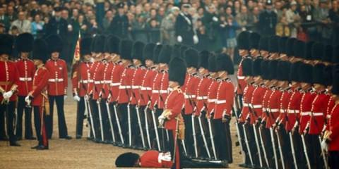 Οι Φρουροί της Βασίλισσας Ελισάβετ έχουν πολλά νεύρα