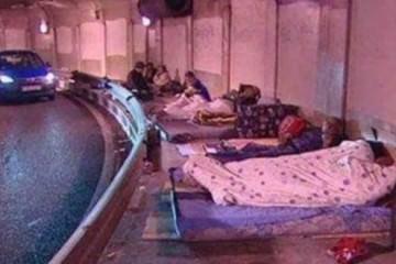 Ισπανία με τον λαό να κοιμάται στους δρόμους