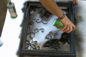 Κόβει το άδεια ρολά χαρτιού κουζίνας και φτιάχνει κάτι πανέμορφο
