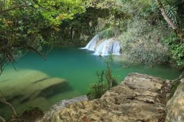 γαλάζια λίμνη της Ελλάδας