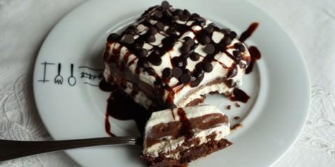 Ανάλαφρο σοκολατένιο γλυκό ψυγείου
