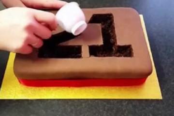 Πήρε ένα απλό κέικ γενέθλιων και δημιούργησε αυτό το εκπληκτικό αποτέλεσμα
