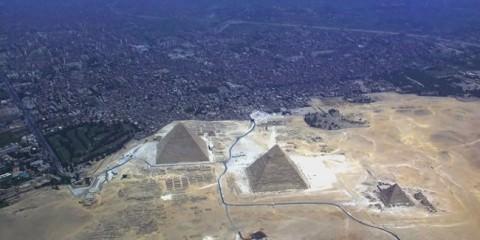 Πυραμίδες αξιοθέατα που δείχνουν εντυπωσιακά