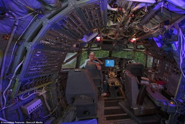 Μετέτρεψε ένα αεροπλάνο σε άνετη κατοικία