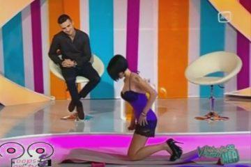 παρουσιάστρια να κάνει γυμναστική αλλά φόραγε τόσο κοντό φόρεμα
