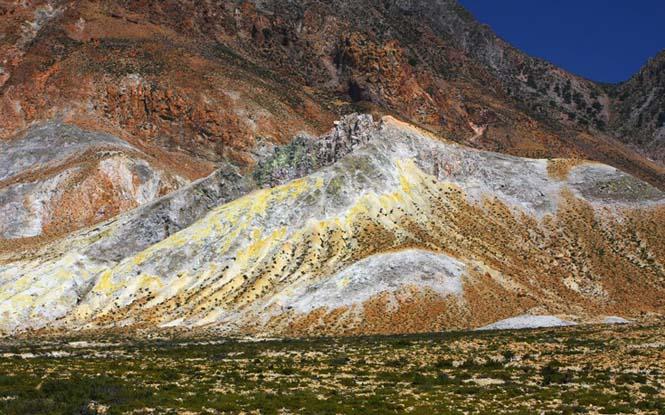 εντυπωσιακός κρατήρας «Στέφανος» στη Νίσυρο