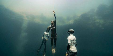 Κατάδυση σε βάθος 122 μέτρων με μια ανάσα